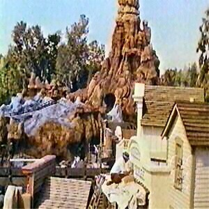 Construction Of Big Thunder Town