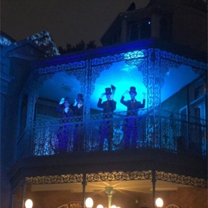 Ghostly Carolers Sing At 50Th Anniversary Of Haunted Mansion